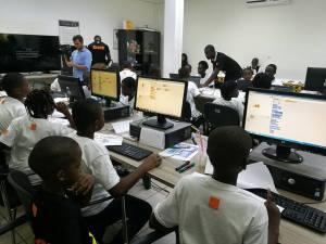 formation des enfants de 9 à 15 ans au logiciel de programmation scratch par la Fondation Orange Côte d'ivoire, Kaleidoscopedemoi, Bamba Aida