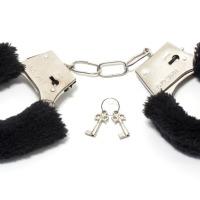 10 choses à éviter quand on veut se lancer dans le SM soft: ne pas oublier les clés des menottes
